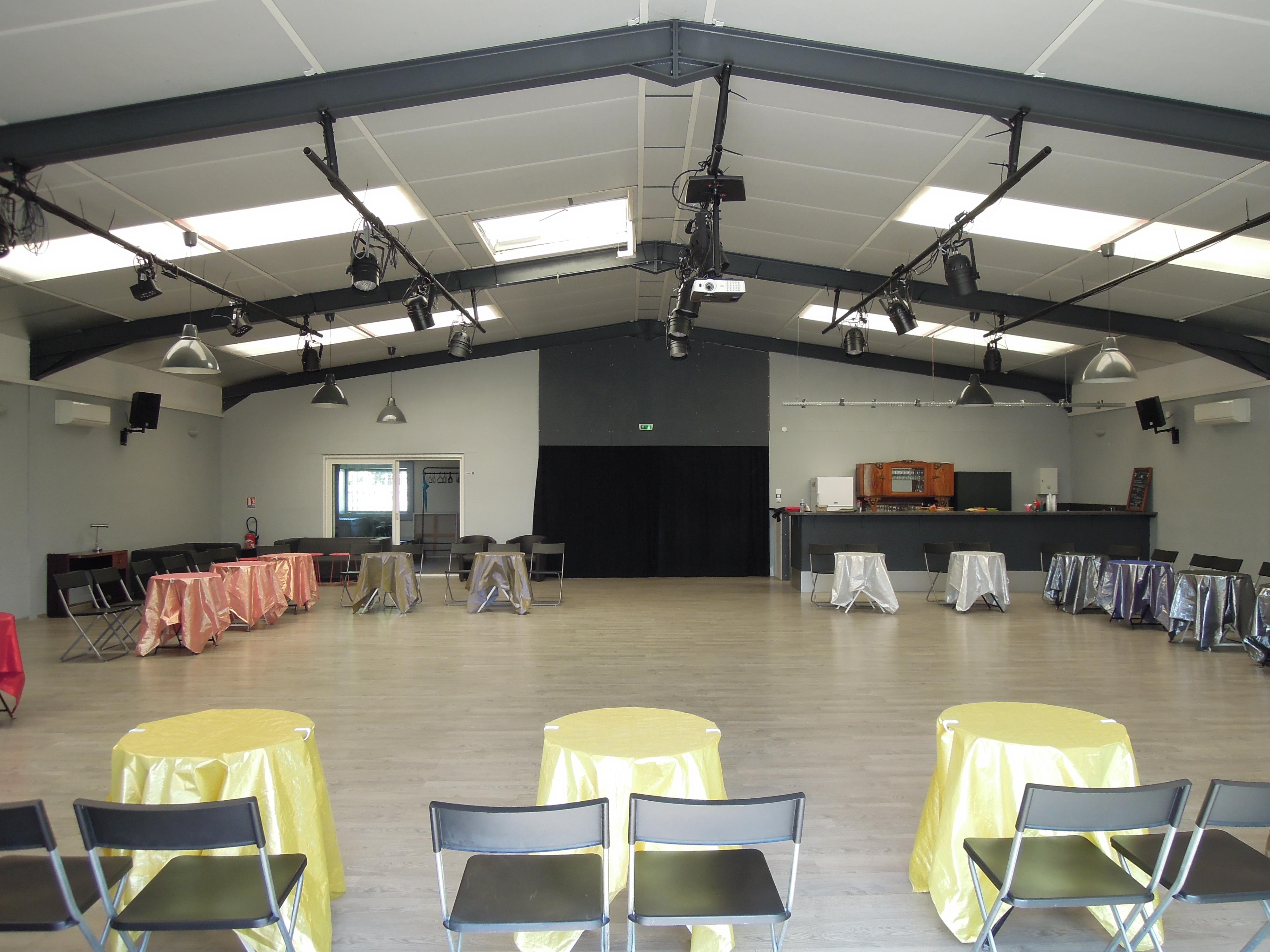 Location de salle mise disposition el sal n de tango for Salon de jardin montpellier