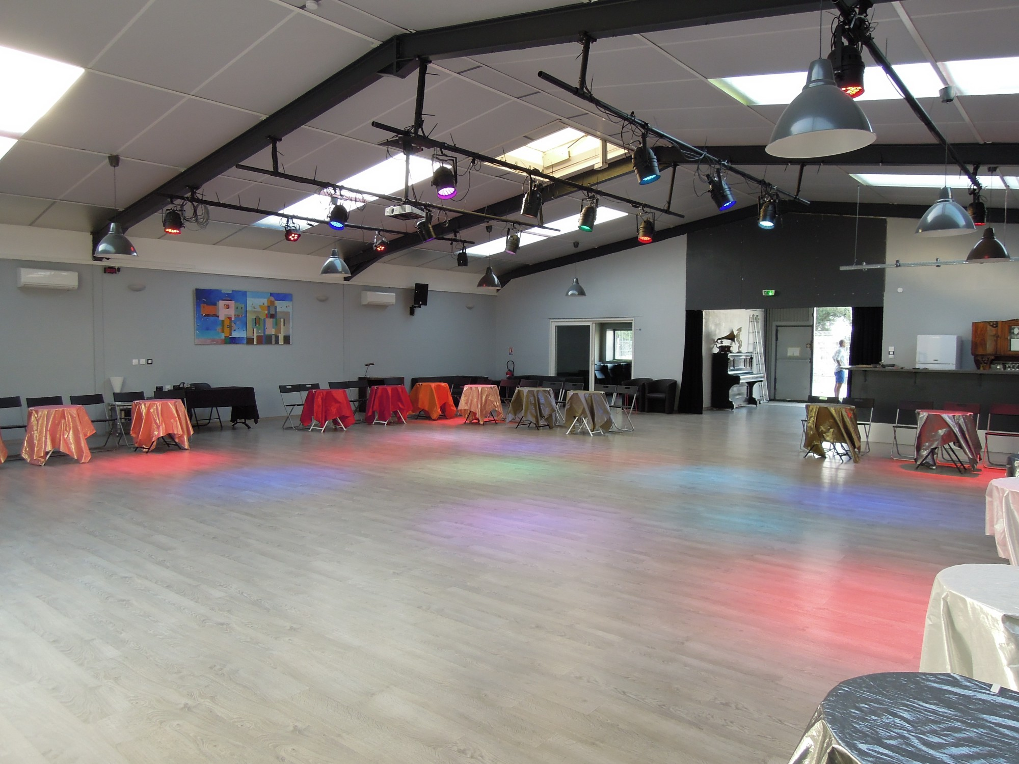 Dscn4394 el sal n de tango rufino luro cambaceres location salle de danse montpellier - Danse de salon montpellier ...