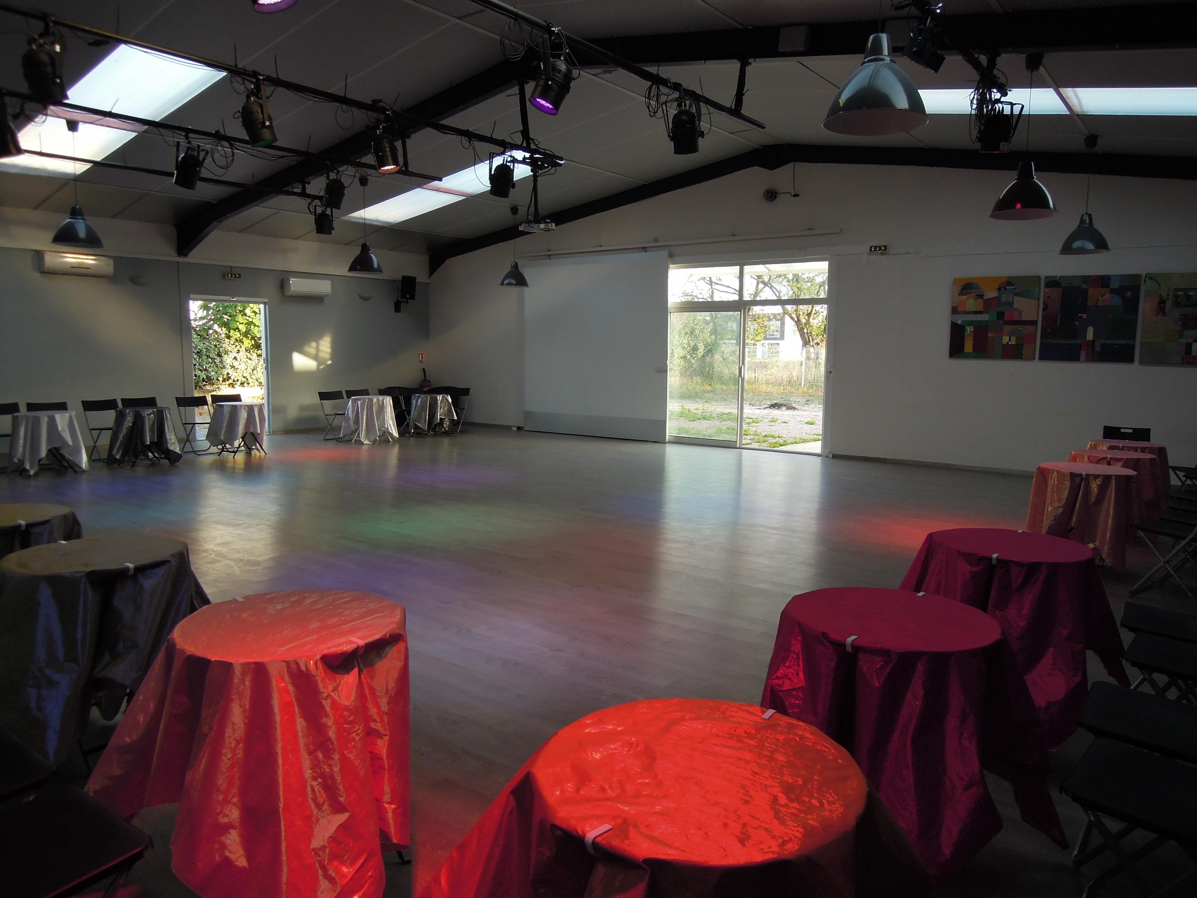 Location de salle mise disposition el sal n de tango for Salon ce montpellier
